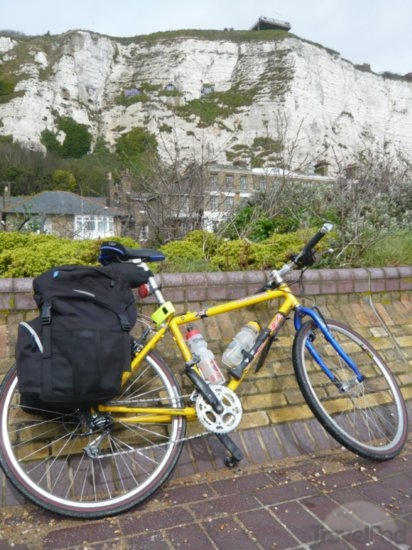 bike-on-white-cliff-of-dover-boulogne-sur-mer